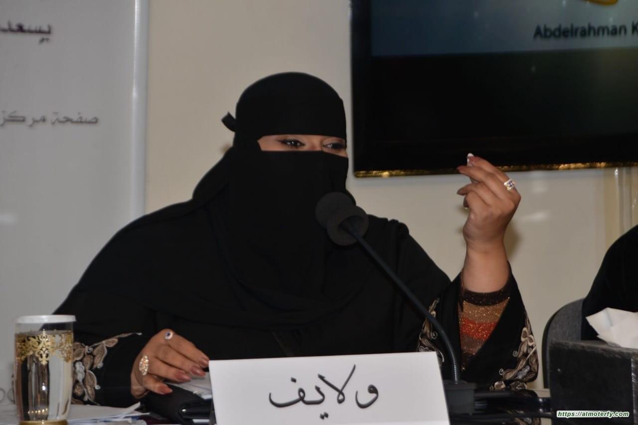"""الشاعرة شريفه الحسيني ولايف تبدع في حب الوطن بقصيدة """" همه توصل للقمه """""""