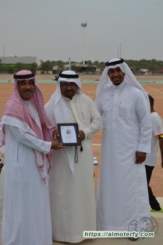 فريق الجزيرة بالمبرز يكرم الاستاذ صالح المهدي على جهوده ومواصة دعمه للفريق