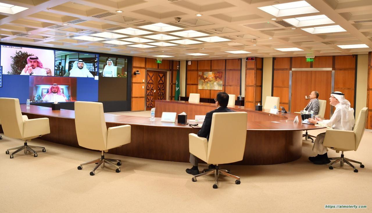 رئيس أرامكو السعودية وكبير إدارييها التنفيذيين في لقاء بالغرفة التجارية بالشرقية