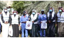 """كسوة عمالة  """" شتاء بلا برد"""" مبادرة تطلقها تفاؤل الخيرية في الأحساء"""